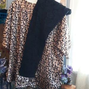 Leopard print top/lace leggings
